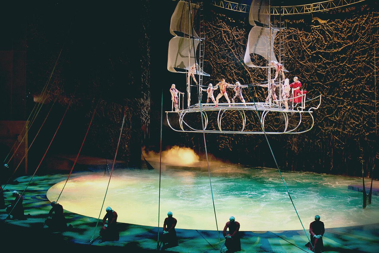 o-act-aerial-acrobatic-bateau